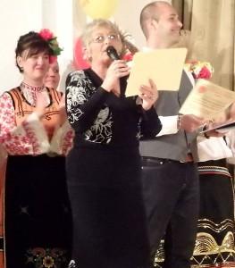На сцената Сн. авторката и Фейсбук