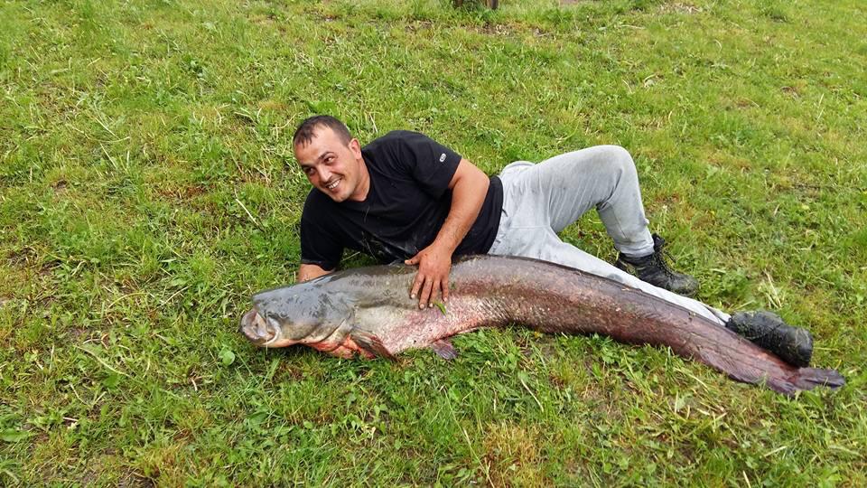 Извадиха 175 сантиметра сом и 11,5 кг шаран от язовира в Плаково