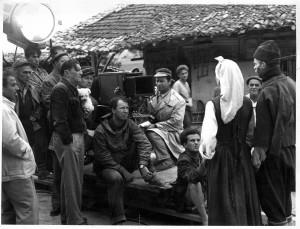 По време на снимки – снимката е от 1957 г., на гърба й стоят собственоръчно изписани имената на Антон Маринович, Стефан Пейчев и Кунка Баева.