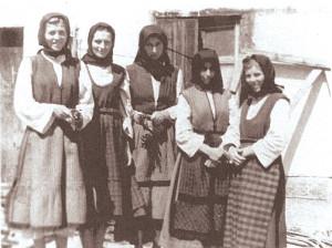 Жени от Долни Болерци участват в масовките.