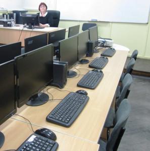 Компютърният кабинет и учителката Нели Димитрова