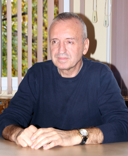 Доц. Светлозар Стойков