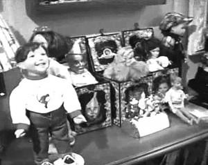 Малка част от играчките, с които са пълни стаите на Краля на попа