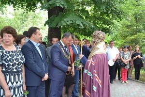 Великотърновският митрополит Григорий поръси за здраве кмета на Павликени инж. Манолов и официалните гости.
