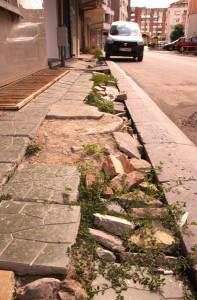 """Тротоар на прясно ремонтираната улица """"Твер"""""""