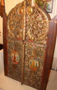 """От църквата """"Св. Атанасий"""" дърворезбован притвор"""