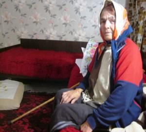 Баба Пенка, която ни повика да благодари на чужденеца.