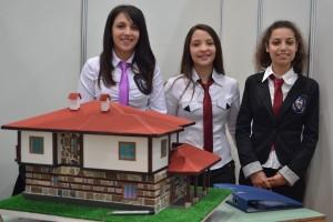 """Умната къща, с която участват ученици от търновската гимназия по строителство """"А. С. Попов""""."""