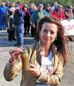 Биляна Алтънова показва каква вода по 1,52 лв./кубик пият стотици хора