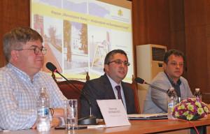 """Главният редактор на в. """"24 часа"""" Борислав Зюмбюлев, министър Николай Нанков и кметът Даниел Панов."""