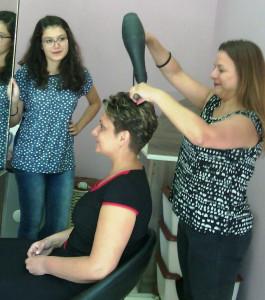 Галина Бартолова във фризьорския салон