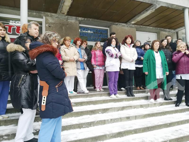 Общински болници в региона излязоха на мълчалив протест ...