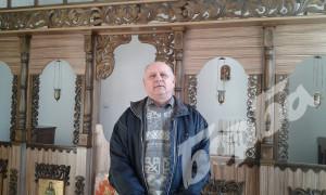 """Иконостасът в църквата """"Св. Иван Рилски"""" в Петко Каравелово"""