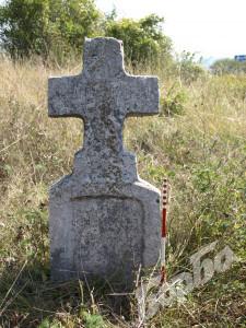 Каменният кръст в Леденик