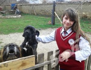 От сега се вижда, че 11-годишната Алин ще става ветеринар.