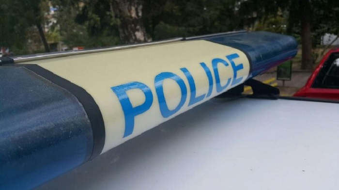 16-годишен повреди дървени пилони със знамена в Сухиндол