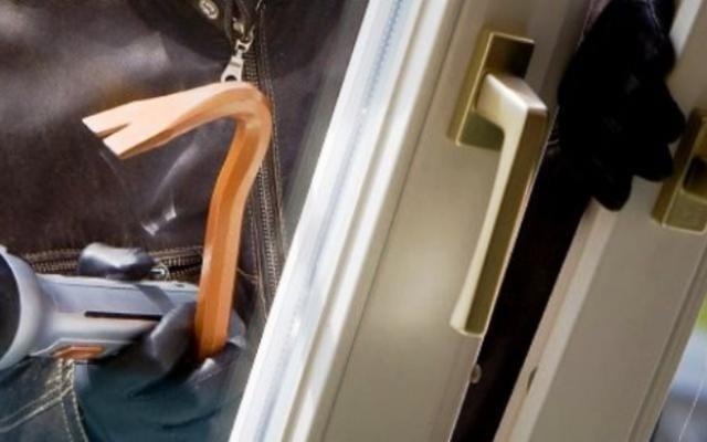 Спипаха млад мъж по време на домови обир в Павликени