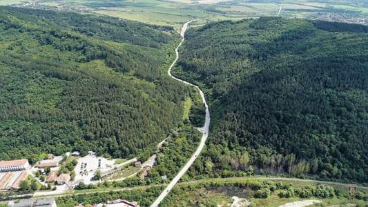 Опасните Присовски завои ще бъдат изправени , а пътното платно- разширено.