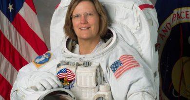 НАСА изтегли по-рано планираното излизане на жени в космоса