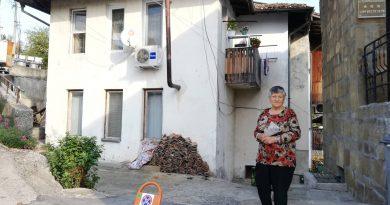 От два месеца смрад от наводнени мази души обитателите на полуобщински блок във Велико Търново