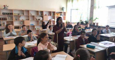 """СУ """"Емилиян Станев"""" посрещна гости от училището в Джайпур"""