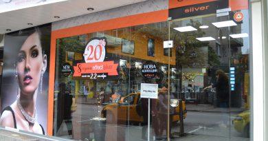 """Магазинът на EFFECT silver за сребърна бижутерия на ул. """"Васил Левски"""" празнува осми рожден ден"""