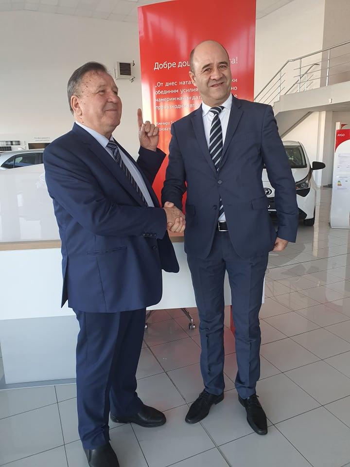 Инж. Банко Банков (вляво) и г-н Вайос Доцикас