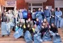 """Студенти от Великотърновския университет """"Св. св. Кирил и Методий"""" проведоха акция по почистване на района около блокове 1 и 2 на студентските общежития във Велико Търново"""