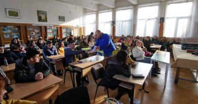 Представител на бизнеса стана преподавател за един ден в Гимназията по строителство