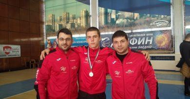 Петър Петков донесе бронз на горнооряховската борба от шампионата в свободния стил за кадети
