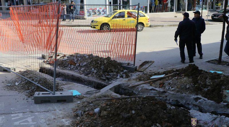 Наглост! Самоволно разкопал главната улица на В. Търново рискува глоба до 10 хил.лв /снимки/