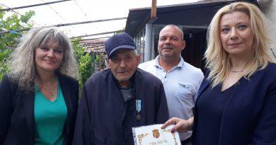21 ветерани от областта получиха юбилейни медали