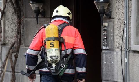 Огнеборци спасиха три деца от горящ апартамент във Велико Търново