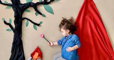 Майка засне 118 сюжета със спящата си двегодишна дъщеричка