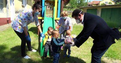 Община Сухиндол зарадва децата с лакомства за 1 юни