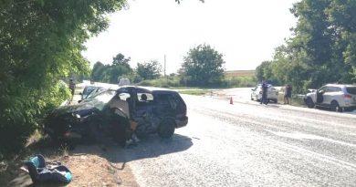 Шофьор загина, а дете на 3 г. е с комоцио при жестоката катастрофа край  Масларево