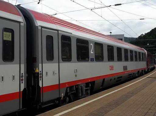 Най-удобният влак ще е транзитен през Павликени, местните на протест