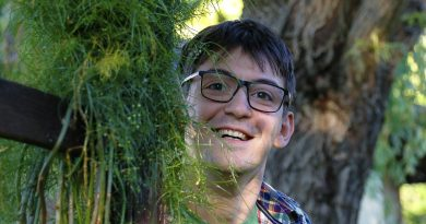 """24-годишен възпитаник на търновската Математическа гимназия е в основата на проекта """"Цвете в епруветка"""""""