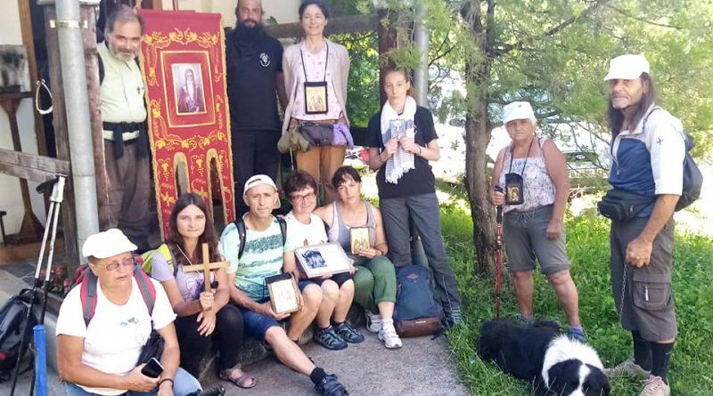 Поклонници на св. Иван Рилски изминаха 700 км по пътя на мощите му