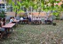 """В класни стаи на открито започна първият учебен ден в СУ """"Вела Благоева"""""""