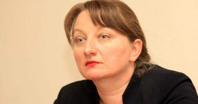 """Деница Сачева, министър на труда и социалната политика: """"Помощите за I и VIII клас стават 300 лв. и няма да зависят от доходите"""""""