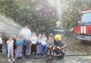 Пожарникарите от Полски Тръмбеш при децата от детската градина в града