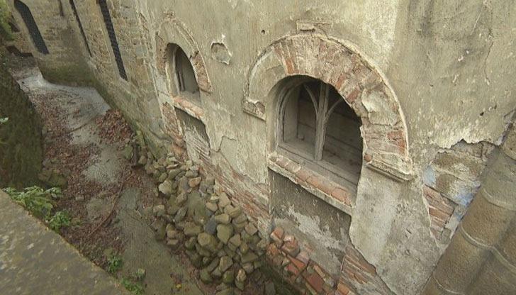 Вече 30 г. не могат да ремонтират шедьовър на Колю Фичето
