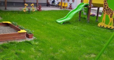 """В ДГ """"Васил Левски"""" – изнесени групи е реновирана площадка по проект """"Слънчева и зелена детска градина"""""""