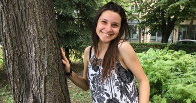 """Ученичка на свищовското СУ """"Цветан Радославов"""" е финалист в националния конкурс """"Научните открития, които ме вдъхновяват"""""""