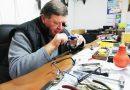 Повече от половин век Александър Александров ремонтира часовници, дава мило и драго да обучи някого на занаята
