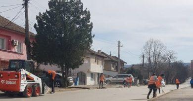 Започна пролетното почистване на улиците в Горна Оряховица