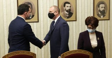 Румен Радев връчи мандат на ГЕРБ-СДС да съставят кабинет