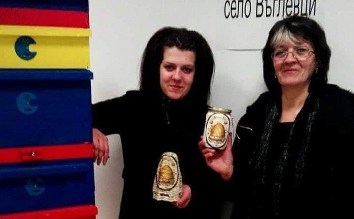 27-годишна фермерка се грижи за 130 кошера в Балкана