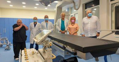 Хибридна операционна зала за над 1,3 млн. лв. и двама нови специалисти вдигнаха до университетско нивото на търновската съдова хирургия